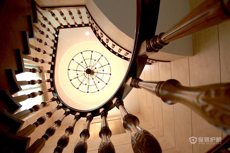 欧式古典风格别墅客厅旋转楼梯装修效果图
