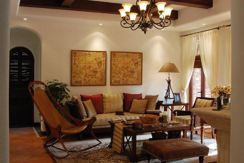 30平古典美式风格客厅华丽水晶吊灯效…
