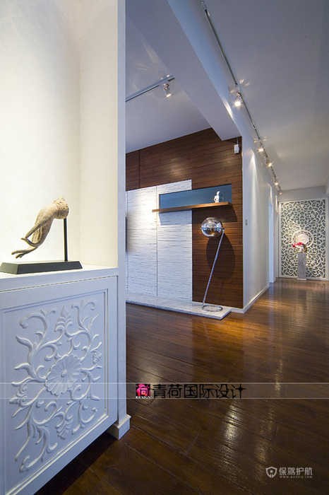 后现代风格四室两厅40平米客厅过道实木地板装修效果图