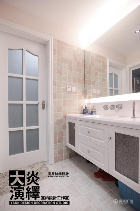 北欧风白色一居室卫生间瓷砖装修效果图
