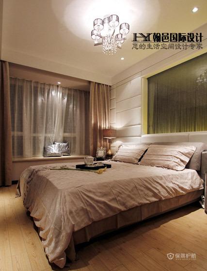 现代简约三居室卧室飘窗装修效果图