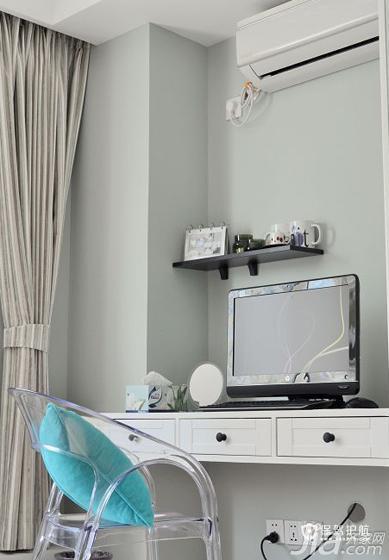 我们俩一致决定主卧室是不要放电视的,于是就想在卧室放个书桌,同时也能兼梳妆台……