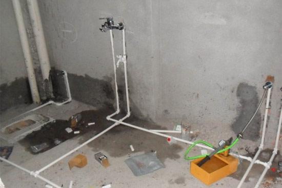 卫浴间漏水不容小视 存在较大安全隐患