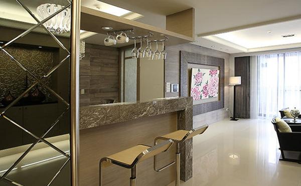吧台设置在厨房,采用的是中岛吧台的设计风格.