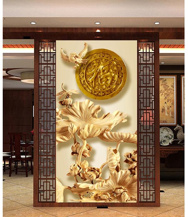 以荷花木雕隔断将客厅和餐厅隔开来