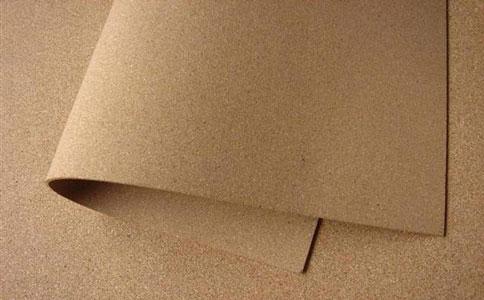软木吸音板采用原始橡树树皮材质制作,拼花花色多变,具有浮雕触感,为