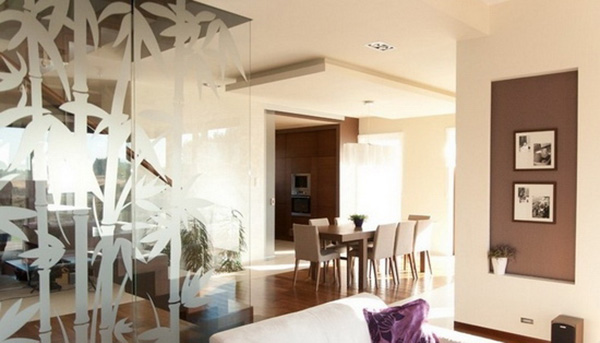 客厅玻璃隔断效果图十一:竹子图案玻璃隔断