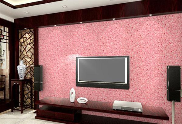 粉中带红的墙衣电视柜搭配暗红色的木质装饰及