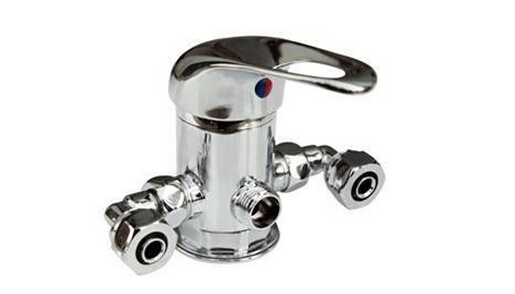 混水阀本身的作用 混水阀就是一个阀门,混合冷热水的。其实阀门本身是不能混合的,只是接了冷、热水管,起到了混合的作用。而这个产品主要有两种分类,一类是手动机械式,一类是自力式恒温式,其中前者是目前使用最广泛的一类。混水阀的应用主要有哪些方面呢? 混水阀结构图并不是多么的复杂,但是作用非常的显著,应用的领域也是非常的多,产品广泛应用于电热水器,太阳能热水器及地热采暖水系统。用户可以根据需要自行调节冷热水混水温度,所需温度可以迅速达到并且稳定下来,保证出水温度恒定。其实混水阀在淋浴系统中,消费者体会的最为深切