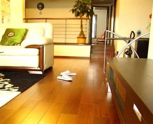 实木复合地板日常保养的六个小技巧