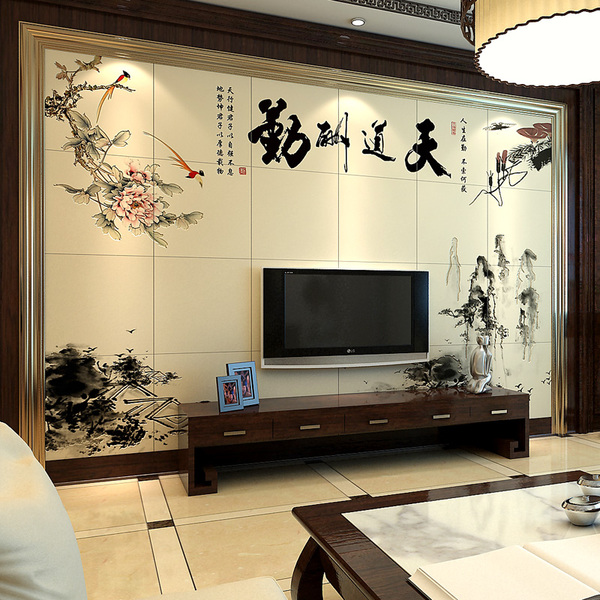 印刻在瓷砖上,拼贴成电视背景墙,金色边框包裹着,搭配原木边框和电视
