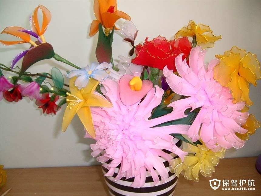 现在很多幼儿园都会教小朋友折纸,制作一些漂亮的小花和动物.