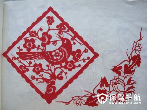 窗花的剪刻形式有:一是单色剪刻,多用于大红纸剪纸,应用地区较广