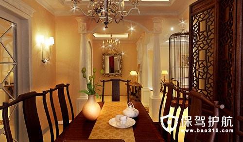 不少欧式沙发搭配中式方形矮几和古董箱做客厅设计