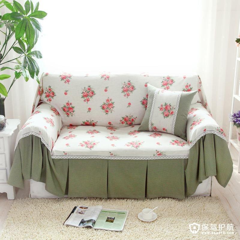 沙发罩制作方法:首先要先设计好,看看你自己想要的沙发罩是一个什么样式的,大致估算出需要多少布料;然后还是要裁好布料,这个大家应该都明白,可以两个人合作,根据沙发的弧线来,预留出自花式需要的布料;然后就是缝合了,当然还是比较考手艺的。这就算是最简单的沙发罩制作方法。