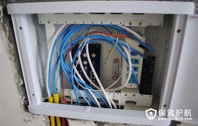 f头插入同轴电缆时要插到底,然后用紧箍圈紧固.