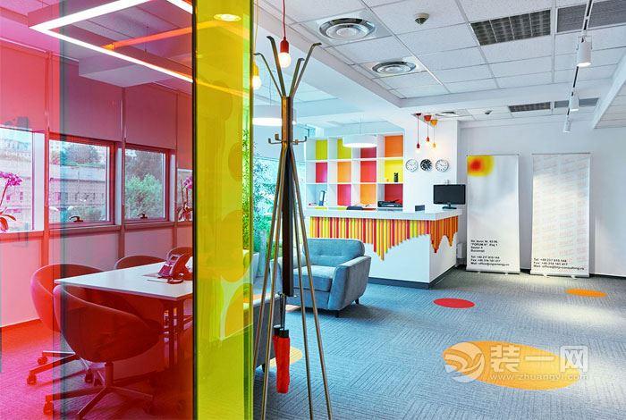 罗马尼亚办公室装修实景图片