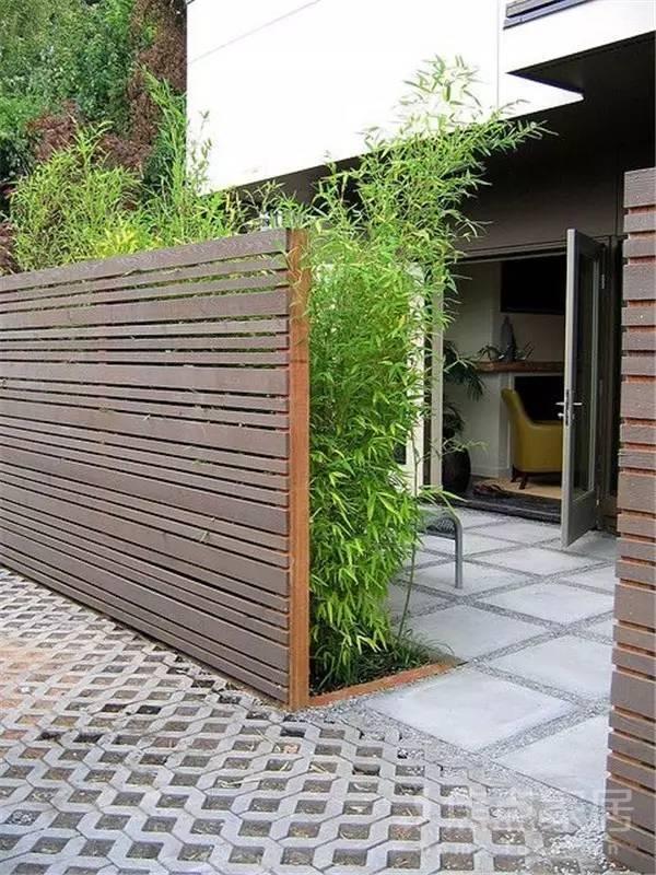 作为围墙建造的材料:木材,石材,砖,混凝土,金属,玻璃等,甚至还有绿植.图片