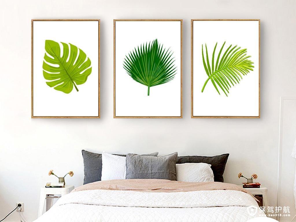 线条简单,具有立体感和现代质感的边框装饰画适合搭配木板床.