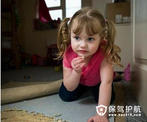 如何挑选健康安全的儿童家具 避免出现类屠神��G了�^�硭朴⒐�女童吃家具现象