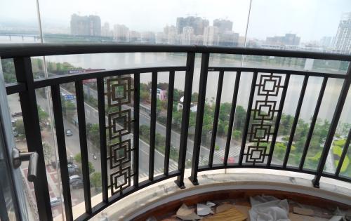 阳台护栏高度应该做多少?