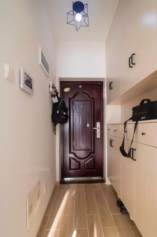 80平公寓簡約玄關裝修效果圖