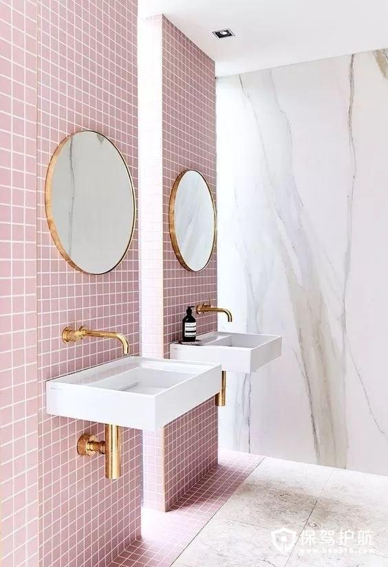粉色的浴室