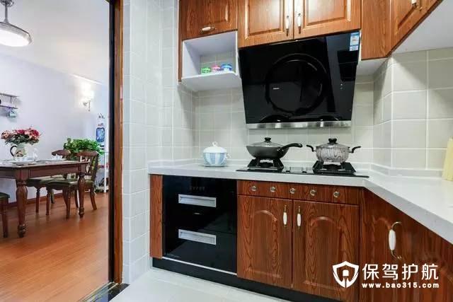 白色简美厨房墙面装修效果图