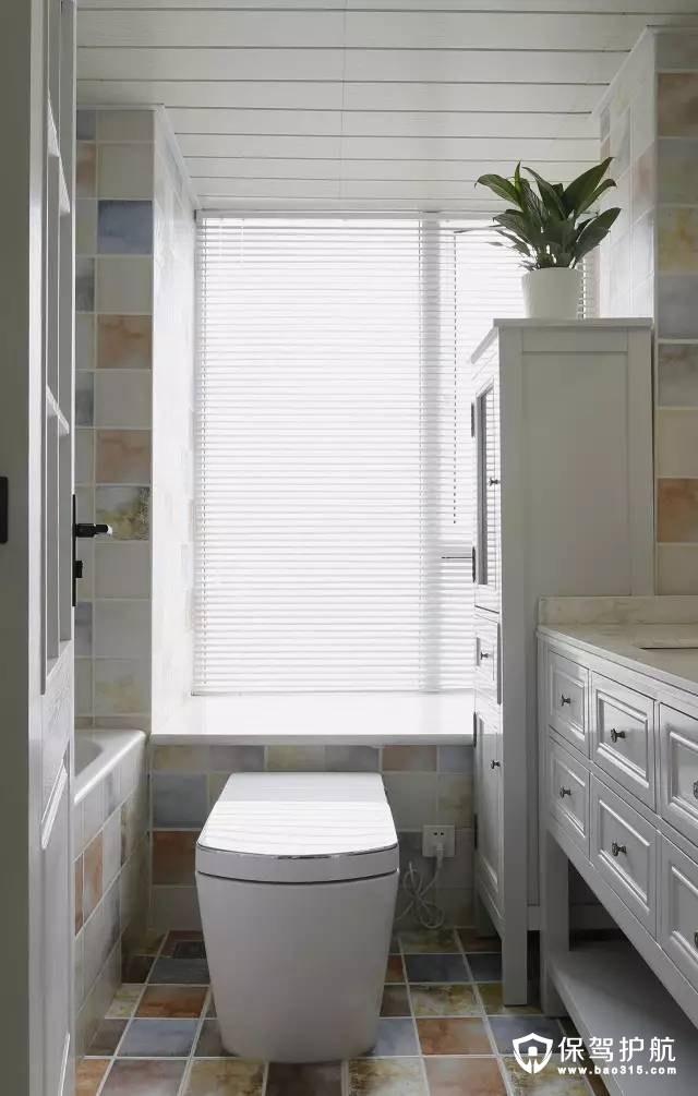 美式风格温馨、淡雅,白色的组合浴室柜装修效果图