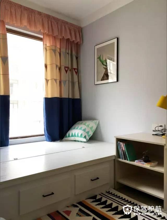 北欧风格卧室可收纳的榻榻米设计装修效果图