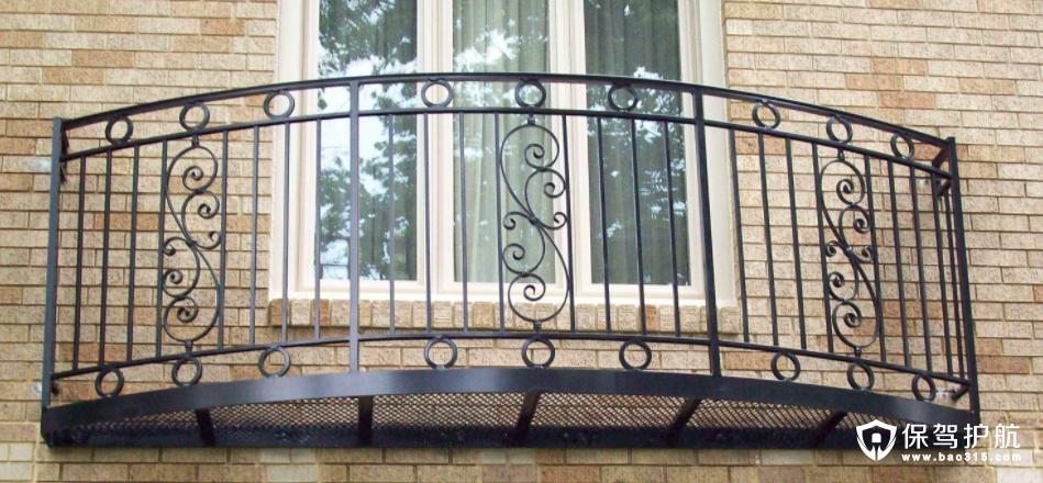 别墅阳台护栏的材料有哪些