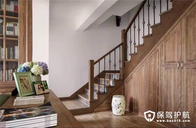 美式风格客厅楼梯装修效果图