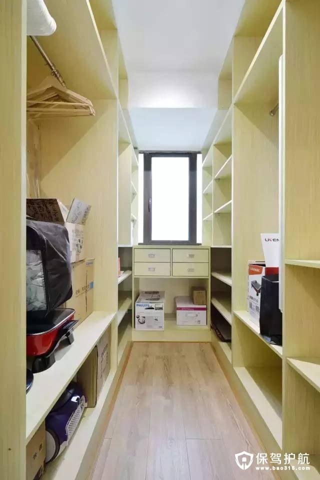现代简约风格储藏室兼衣帽间