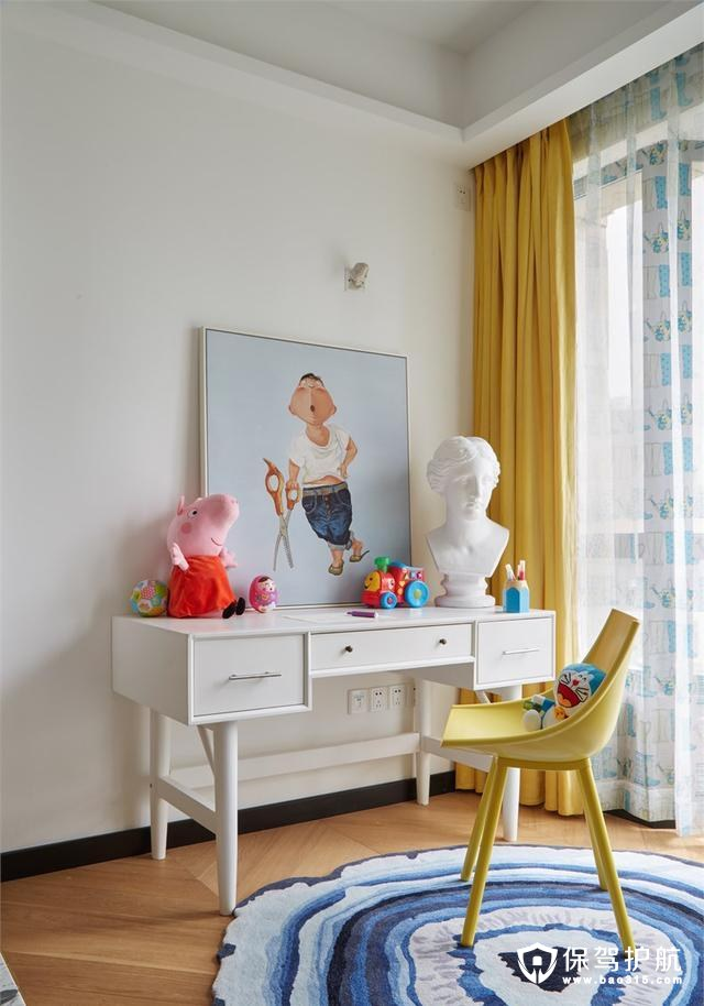 现代简约风格卧室艺术一角