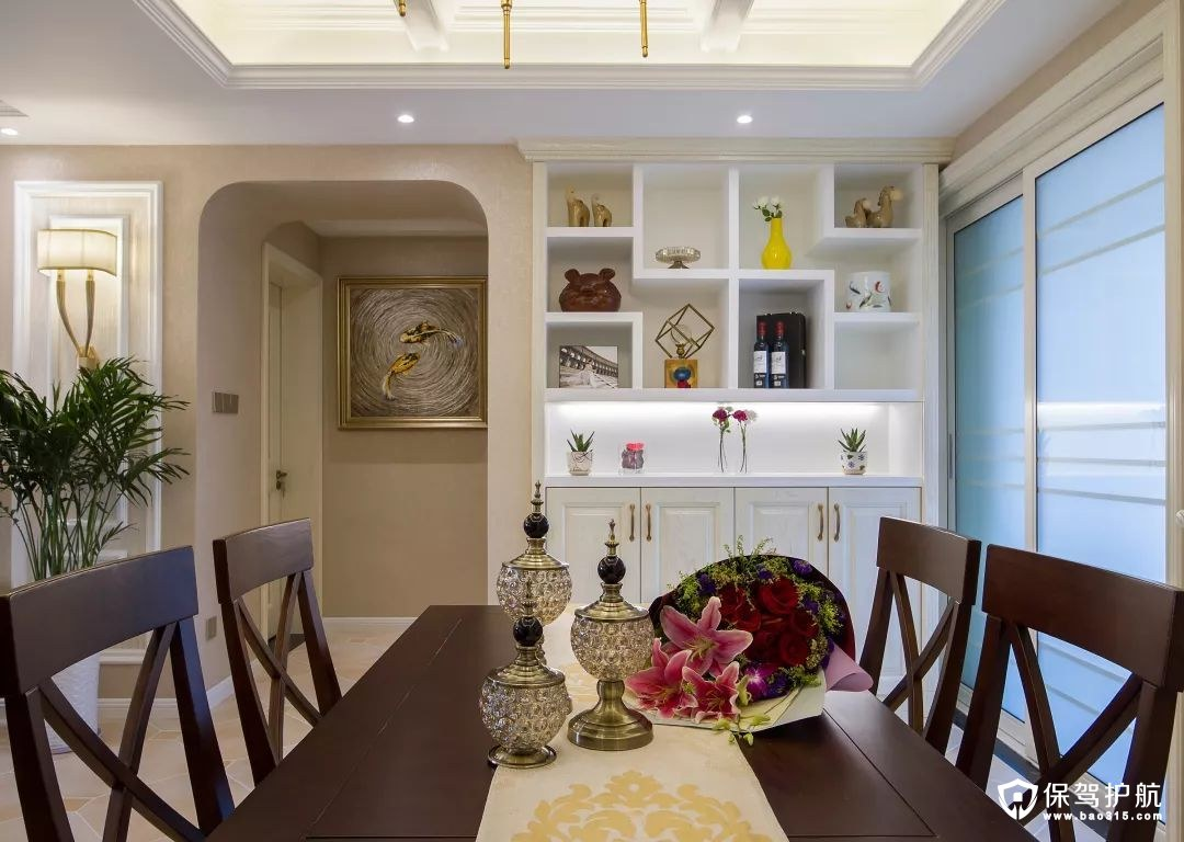 丰富美满美式风格餐厅背景墙装修效果图