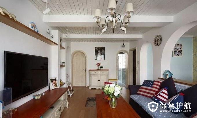 典雅、高贵地中海风格深蓝沙发主体和淡蓝+白色圆点的沙发垫