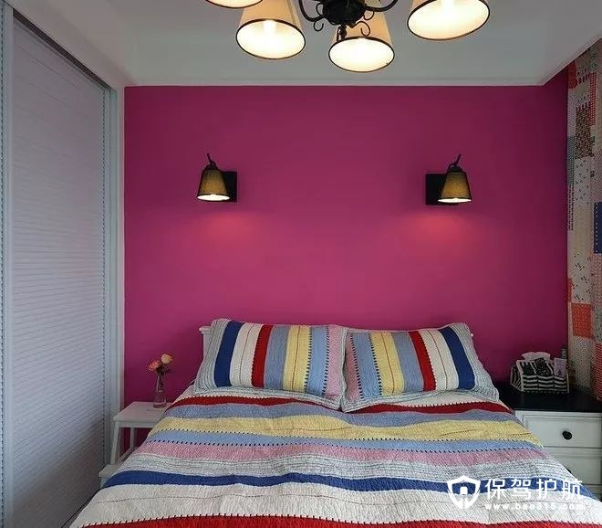 美式风格卧室多彩条纹床单