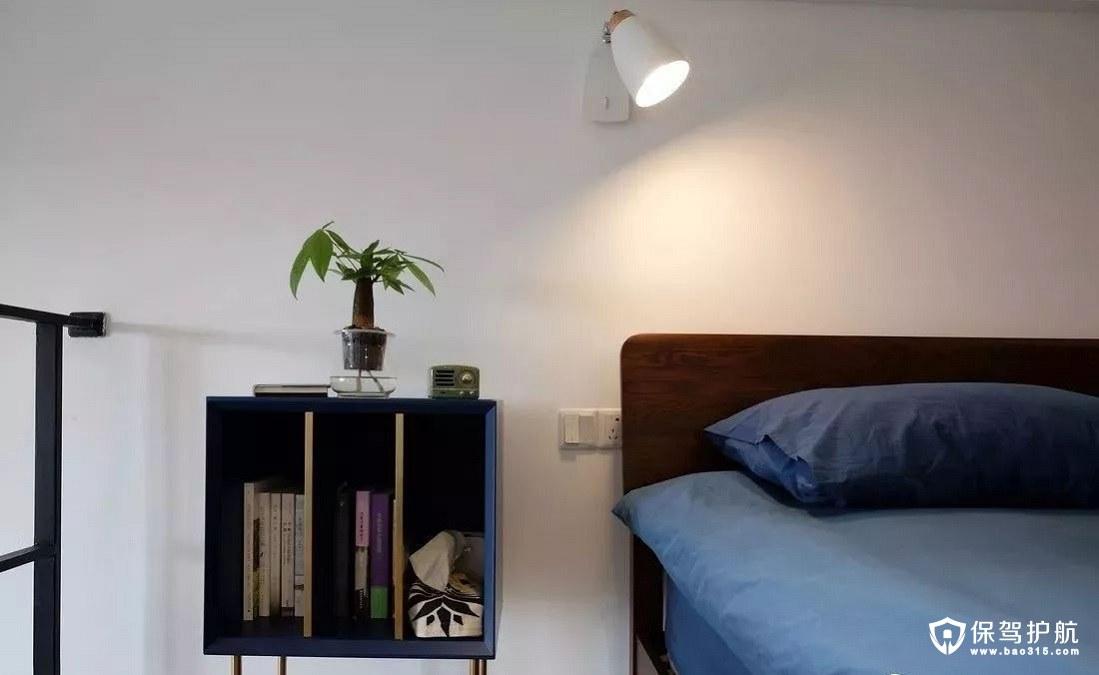 北欧风格深蓝+黄铜色卧室床头柜、中空隔断