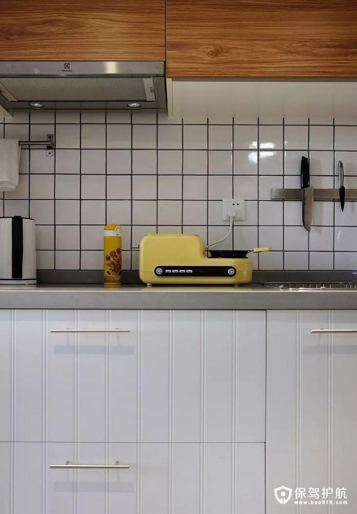 北欧风格厨房亮黄色烤面包机
