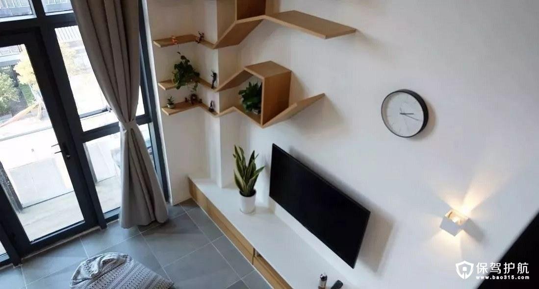北欧风格客厅白墙结合木质家具及装饰品、趣味性的猫爬架
