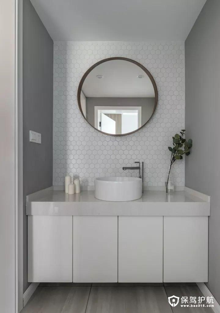 整洁大方北欧风格六边形图案的白色小砖与纯白的浴室柜