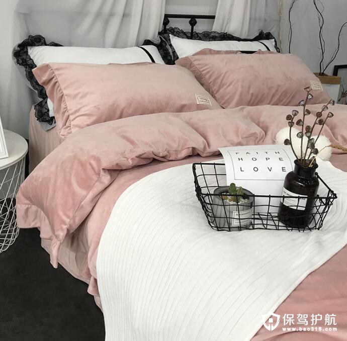 多一点毛绒绒的卧室软装元素温柔你的梦乡