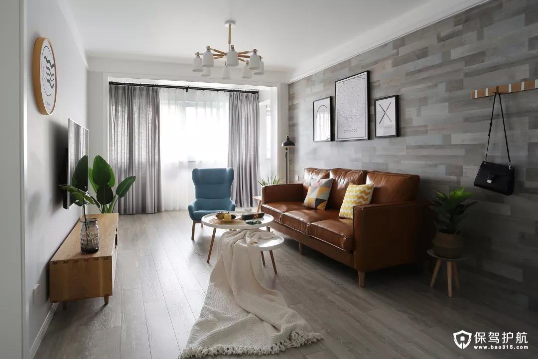 这是客厅的整体布局,阳台被打通融入进来,空间也变得更为宽敞。