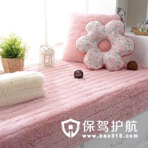 粉色绒毛飘窗垫
