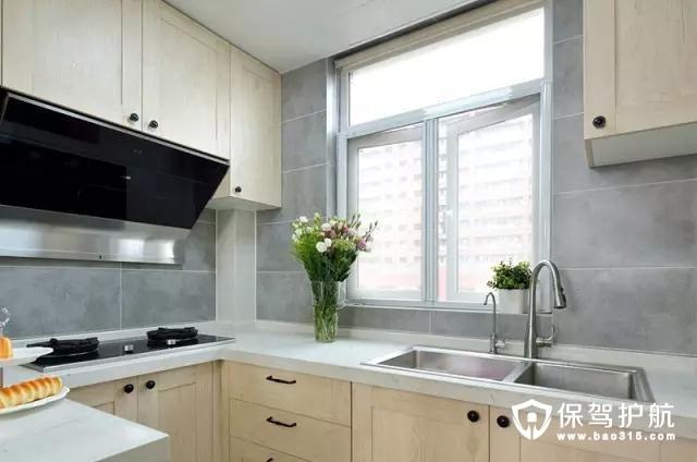 厨房台面瓷砖铺贴,墙面灰色仿古砖设计