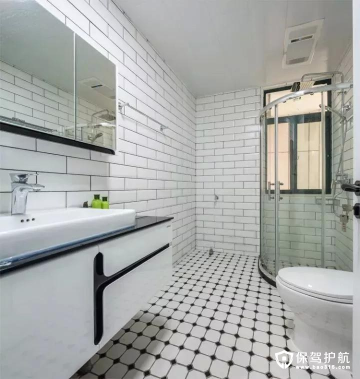 卫生间地面在白色+黑点的地砖基础,搭配上黑色的小块墙砖,整体轻松的位置,还预留了摆放洗衣机的位置。
