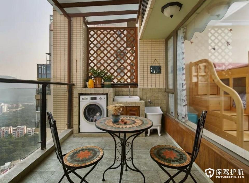 阳台的面积比较大,把休闲与实用功能组合在一起,摆上一套休闲座椅,同时侧边还有一个洗衣机洗手盆组合的设计,整体实用而又情趣;