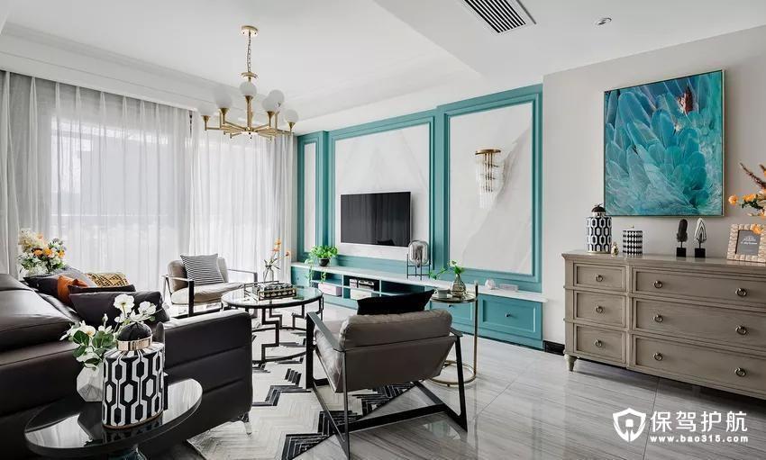 地板选用更易清洗、更耐磨损的全瓷砖铺设,大理石贴墙与地面一起,把客餐厅的整体基调定在了一个雅字上,典雅大气。
