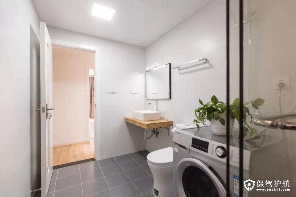 次卫配色和主卧相近,洗衣机也摆放在这里,平时使用起来也会更方便。