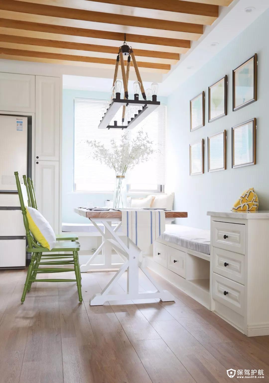 怀旧的吊顶与吊灯,以及清新的绿色餐椅,有一种回归自然的休闲舒适,感受特别的自在、放松。